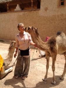 Nina Heinemann mit Kamel