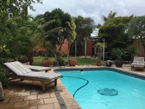 Pool und Garten der Umoya Lodge